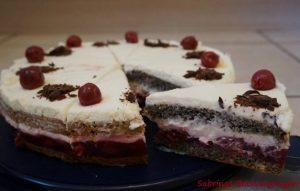Joghurt-Kirsch-Mohn-Kuchen von innen