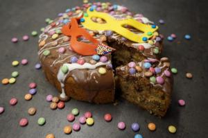 11) Angeschnittener Karneval Kaffee-Kuchen