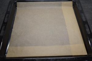 3) Backblech mit Backpapier auslegen