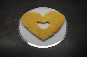 9) Einen Boden auf ein Cakeborad legen