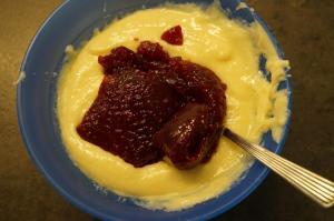 11) Danach die Ganache mit Marmelade verrühren