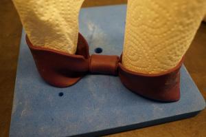 24) Einen dünnen Streifen in der Mitte umschlagen & festkleben