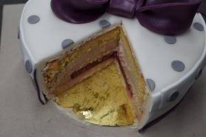 31) Angeschnittene Torte
