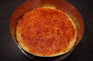 4) Den Boden mit Marmelade einstreichen