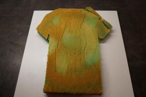 10) Trikot-Zebrakuchen auf ein Cakeboard legen