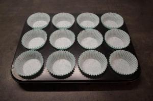 1) Muffin Förmchen vorbereiten
