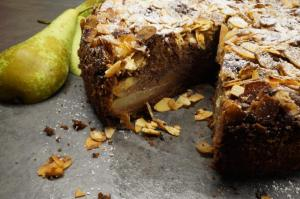 12) Angeschnittener Kuchen