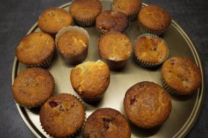 8) Muffins abkühlen und die Kuvertüre schmelzen lassen