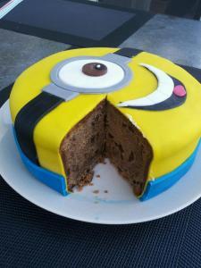 16) Angeschnittener Kuchen mit Blick auf den Rührteig