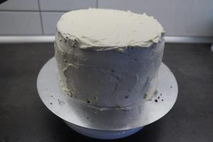 14) ... gleichmäßig auf die gesamte Torte verstreichen