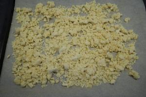 7) Für die Streusel alle Zutaten vermengen