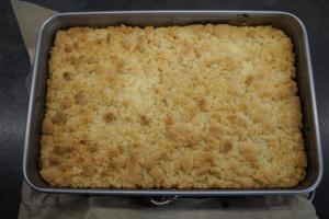 8) Streuselkuchen abkühlen lassen