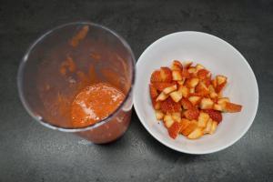 11) Erdbeeren waschen, in Stücke scheiden/ pürieren