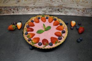 9) Mit Früchten und Minze dekorieren