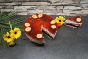 12) Tortenring entfernen, Torte dekorieren