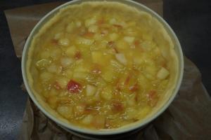 6) Apfel-Kompott auf dem Mürbeteig verteilen