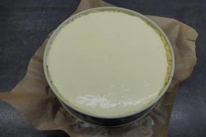 8) Füllung in die Form geben und bei 170°C Ober-Unterhitze backen