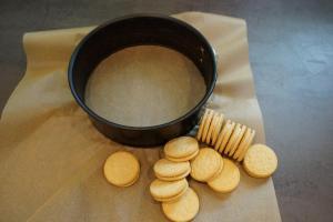 2) Oreo Kekse aus der Packung nehmen