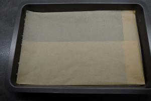 5) Das Backblech mit Backpapier auslegen. Ofen vorheizen