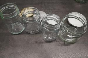 7) Saubere, sterilisierte Gläser vorbereiten
