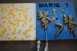 7) Dekoration für die Torte aus Fondant herstellen