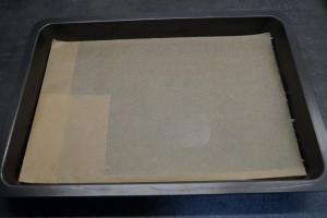 1) Backblech mit Backpapier auslegen