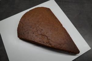 6) ... und dann aus dem Kuchen schneiden