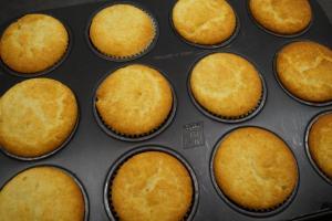 4) Cupcakes backen und abkühlen lassen