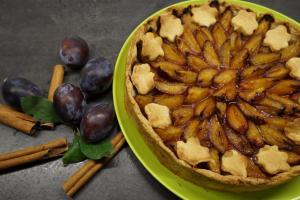 15) Fertiger Kuchen