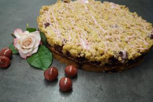 Kirsch-Streuselkuchen mit Marzipan