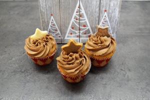12) Cupcakes mit Keksen, Oblaten oder Streusel dekorieren