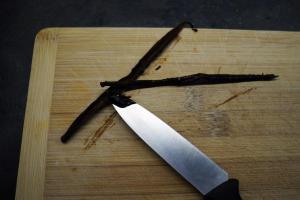 10) ... einweichen, Sahne, Zucker und Mark einer Vanille-...