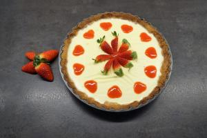 15) Fertige Erdbeer-Panna-Cotta Tarte
