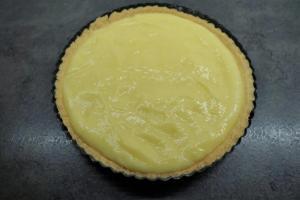 15) Die Zitronencreme darauf verteilen