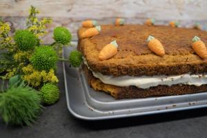 8) Kuchen mit Marzipan-Möhrchen dekorieren