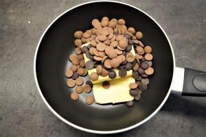 1) Butter und Schokolade schmelzen