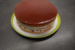 20) Tortenring entfernen und die Seiten ggf. glatt streichen