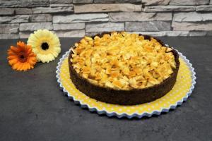 12) Gießt das Karamell nach Belieben über den Kuchen