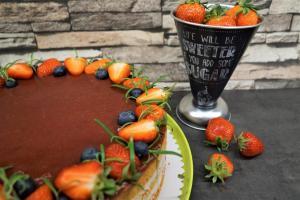 Erdbeer-Torte mit Rosmarin