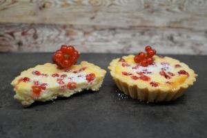 7) Tartelettes abkühlen und vorschtig aus der Form nehmen. Mit Puderzucker bestäuben ...