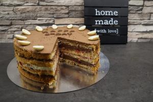 15) Angeschnittene Torte