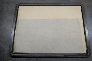 1) Das Backblech mit Backpapier auslegen und Ofen vorheizen