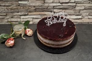 Kirsch-Mandel-Marzipan Torte