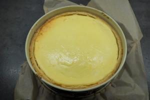 6) Den Kuchen im Backofen abkühlen lassen
