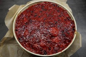 7) 150 ml Saft der Beeren mit Tortenguss und Zucker aufkochen, ...