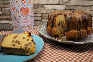 6) ... schmelzen und über den Kuchen geben