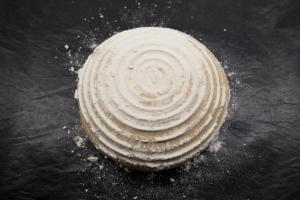 5) Brot im Ofen mit Wasserschale 45 Min. backen
