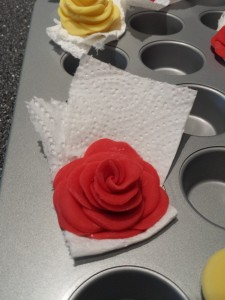 15)  damit die Rosen eine natürliche Form erhalten