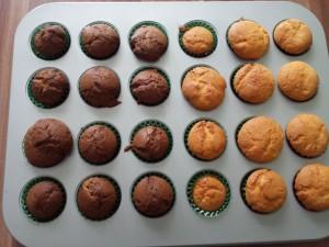 10) gebackene mini Muffins abkühlen lassen