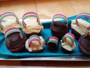 17) Regenbogen Muffins